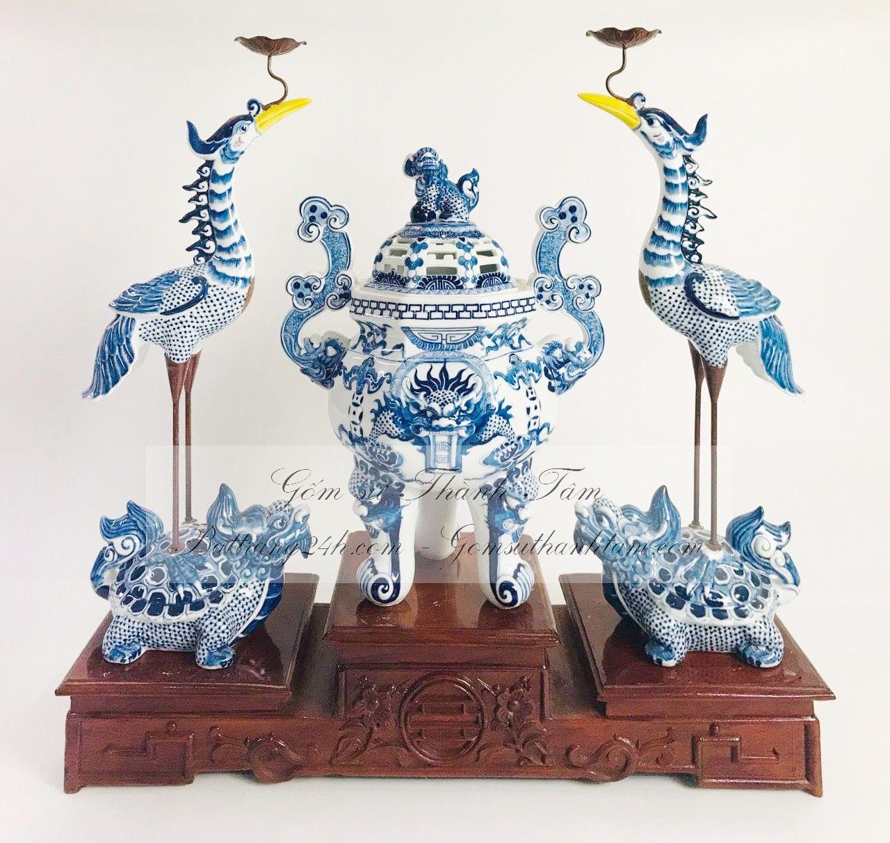 Mua lư hương kèm đỉnh hạc men xanh vẽ Rồng Chầu Mặt Nguyệt hàng Bát Tràng cao cấp, đường nét hoa văn tỉ mỉ, có chân đế gỗ đi kèm, giá rẻ