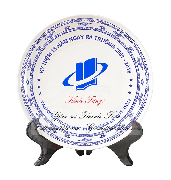 Đĩa sứ lưu niệm cũng là món quà tặng được nhiều doanh nghiệp lựa chọn